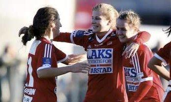 Ny klubb: Cesilie Andreassen (i midten) har tatt farvel med lagvenninnene i Medkila.Foto: Arkiv