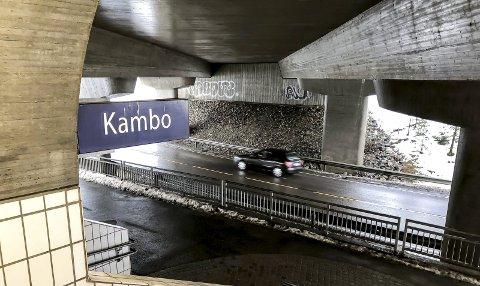 Stasjon: – ... at Kambo ikke bare er tenkt som et knutepunkt med stor utbygging i fremtiden. Det er allerede et lokalt senter, med 500 nybygde boliger, butikk og barnehage, for ikke snakke om et viktig friluftsområde med Nordre Bydels eneste badestrand, skriver Kasy B. Galgalo. foto: espen vinje