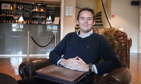 MOSS HOTEL: Hotellsjefen Øyvind Lorange synes det er bra at det er ulike overnattingstilbud for gjestene.