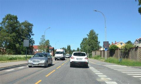 YTRE RINGVEI: Bymiljøetaten planlegger ny sykkelløsning langs Ytre Ringvei mellom  Stordamveien på Trasop og Eterveien på Bøler. Det kan bli aktuelt å stenge noen av utkjøringene fra småveier, som her ved Hellerudfaret.
