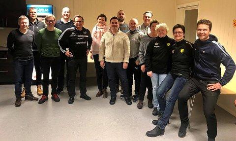 Fra onsdagens møte mellom byklubbene i Tromsø og TIL. Til venstre finner man blant annet initiativtakerne Martin Antonsen og Andreas Wiik fra Skarp sammen med TILs Truls Jenssen og Holding-styreleder Per Aronsen. Helt til høyre TILs sportssjef Svein-Morten Johansen.