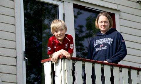 LANG VENTETID: 7. september 2020 var sist Isabell Victoria Fredriksen kunne se sønnen Tage spille en fotballkamp. I månedsvis har de ikke hatt samme muligheter som jevngamle én time unna i Tromsø. Når de endelig fikk det, gikk korona-alarmen.