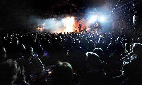 RETRO-ROCK: Det blir garantert lyst i lokalene når Shades of Floyd lørdag kveld rigger seg til på Retro Bar på Raufoss.