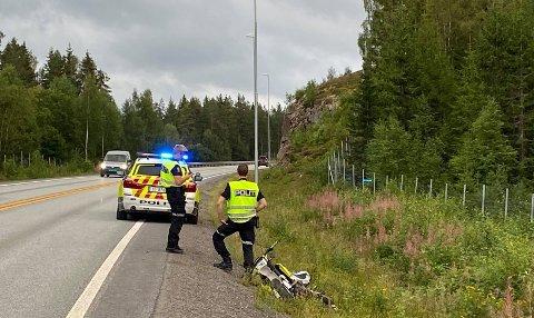 KJØRTE UT: Politiet på stedet hvor utforkjøringen skjedde.
