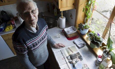 Likhetstrekk: Arthur Korneliussen ser likhetstrekk mellom denne saken og svindelsaken ØB omtalte i fredagens avis Her var en 90-åring som ble svindlet. FOTO: Bjørn V. Sandness