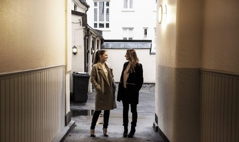 Linn-Cecilie Linnemann fra larvik og venninna Heidi Aven arrangerer for andre gang stor konfaranse for kvinner på 8. mars på Latter i Oslo. Foto: Julie Christine Krøvel