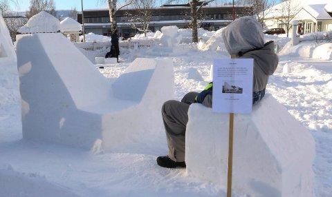KIRKEN:  En flott modell i snø av Våler kirke.