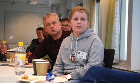 TAR ORDET: Simen Hagen Korsbakken har deltatt i flere møter med fylkesmann Knut Storberget. Den siste uka har det i tillegg være to ministermøter.