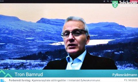 NY TITTEL: Fylkesrådmann Tron Bamrud, her på et bilde fra det digitale fylkestingsmøtet onsdag, blir nå fylkeskommunedirektør.