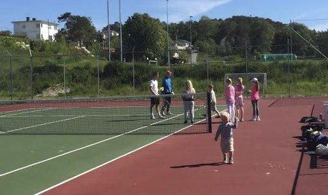 MER AKTIVITET: Tennisklubben vil ha mer aktivitet for blant andre barn og unge.