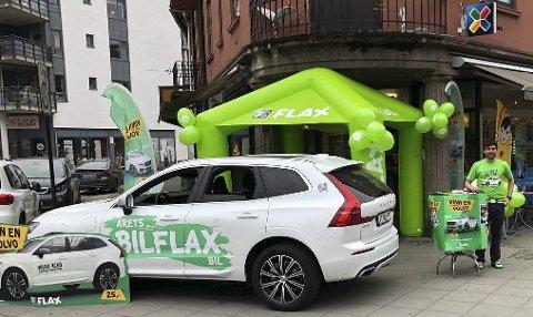 Daglig leder Sten Thorstensen på C-in i Storgata selger Bilflax på løpende bånd denne uka.