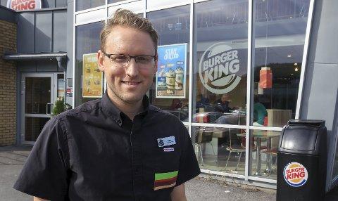 SNART FARVEL: Espen Sørvik (30), daglig leder på Burger King Telemarksporten, sier han har hatt fire fine og lærerike år i Porsgrunn, men at tida er inne for nye utfordringer.