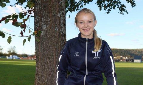 VIL BLI BEST I LANDET: Tilde Louise Eliasson (16) fra Porsgrunn Tennisklubb tok sølv og femteplass under U16-NM. Det er hun passe fornøyd med. Hun har som kortsiktig mål å bli norgesmester for U19, og det så fort som mulig.