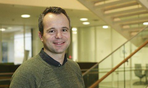 FORBRUKERNES ÅR: Andreas Billington, leder for energidisponering og handel i Skagerak Kraft, sier at alt tyder på at 2020 blir forbrukernes år. Det er lenge siden han har sett så lave strømpriser som så langt i 2020.