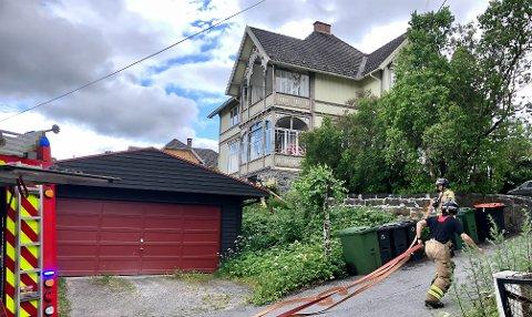 KRÅKESLOTTET: Det begynte å brenne i en vinduskarm på «Kråkeslottet» i Aallsgate. Brannen ble raskt slukket.