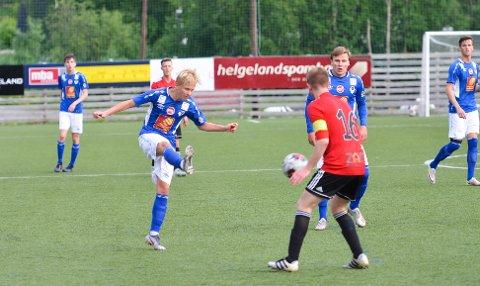 Alexander Gløsen er ennå bare 16 år, fyller 17 senere i år, og er allerede inne i sin tredje sesong på A-laget. Den teknisk gode midtbanespilleren sto bak mye av det oppbyggende spillet til Mosjøen, og to scoringer.