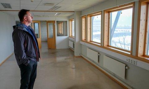 Stig Lønnum i SLR holding håper å være gang med byggingen av ti nye leiligheter i TAG1-bygget rundt påske.