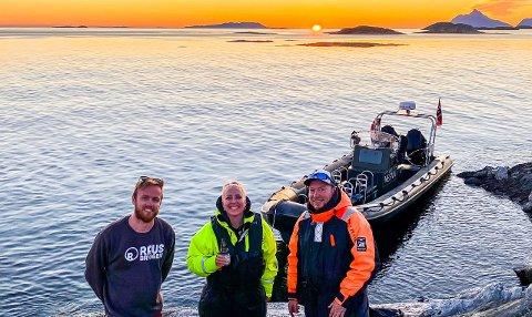 Kristian Sivertsen og Hans Petter Sørensen i Visit Nesna tar med programleder Mona B. Riise og resten av Norge på ørnesafari, i NRK- programmet Safari.