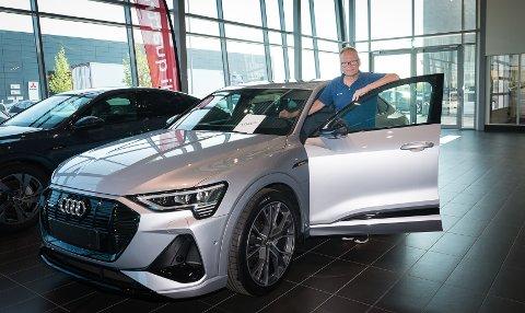 SALGSTOPPEN: Audi e-tron er den mest solgte bilen i Innlandet akkurat nå. Salgssjef firmabil hos Møller Bil Hamar, Ludvik Nervik, er overveldet over responsen på bilen.