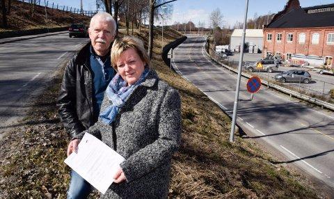STOLE PÅ: Marit Hollerud, Jan Egil Lyng og Høyre-toppene i Ringerike føler at mange nå opplever at de ikke kan stole på det sentrale politikere sier.