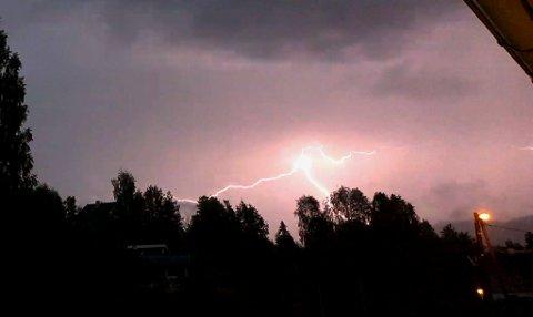 Bilde av lyn over Bergergrinna på Jevnaker.