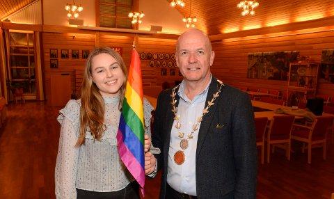 SVAR: Nora Prøsch Meier (Ap) syntes hun fikk et godt svar av ordfører Syver Leivestad (H). Men hun mente fortsatt at han kunne flagge med regnbueflagget lovlig, uten å risikere å bli straffet.