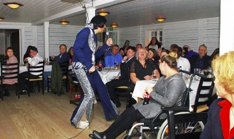 POPULÆR GJEST: Elvis, alias Johnny Reel, gjorde stor lykke på jubileumsfesten til Jobbhuset. ALLE FOTO: PER D. ZARING