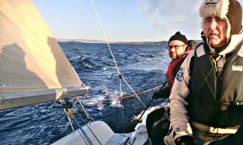 """2017: Fjorårets vinnere """"Team Melges 24/7"""" på vei til mål., med blant annet Steinar Waler og Gerard Mccabe om bord."""