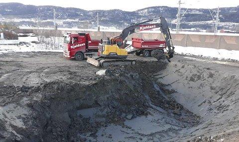 I gang: Grunnarbeidene på Bergbakken er i full gang og Kjeldaas klargjør for bygging av garasjeanlegg. Foto: Kjeldaas AS