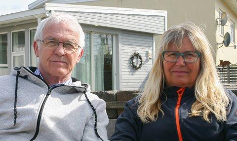 KAN SNART KLEMME SØNNEN IGJEN: Arne og Elin Larsen har fått flere støtteerklæringer etter at de tidligere i år fortalte om fortvilelsen over at sønnen (45) ikke blir tvangsvaksinert mot koronaviruset. Nå er det fattet et nytt vaksinevedtak – ny lovtolkning gjør at de trolig snart kan klemme sønnen igjen.