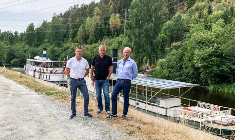 SAMARBEID: Tor Arne Pedersen (Scanergy) (t.v.), Vidar Østenby (Marker kommune) og Thor Moen (Smart Innovation Norge) er klare til å stake ut kursen for et besøkssenter for Marker vindpark. FOTO: Privat
