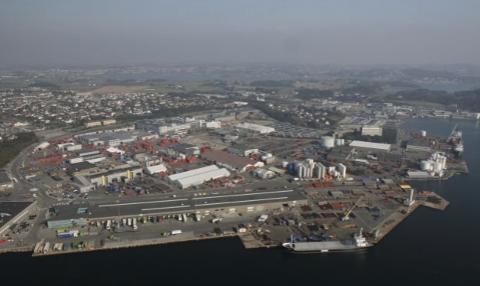 Med Enova-støtte kan endelig offshoreskip i Risavika få landstrøm.
