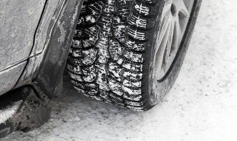 ekkene er fire håndflater som er den eneste kontakten bilen har med bakken. Så gode dekk er en billig livsforsikring. Foto: Colurbox (NAF)