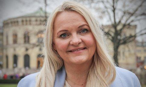 MANER TIL KAMP: Åslaug Sem-Jacobsen maner til internasjonal kamp mot seksuell trakassering på nett og fysisk. Målet er flere kvinner inn i den demokratiske debatten og i lederposisjoner i politikken, i offentlig arbeidsliv og privat næringsliv.