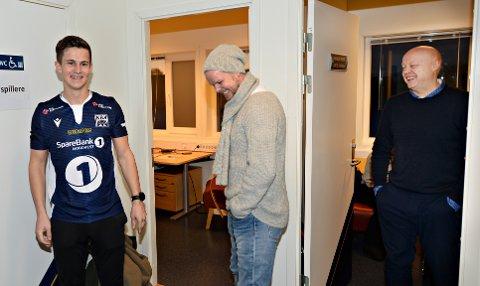 Christian Michelsen og Kjetil Thorsen har stor tro på at Sander Erik Kartum blir en suksess i KBK.