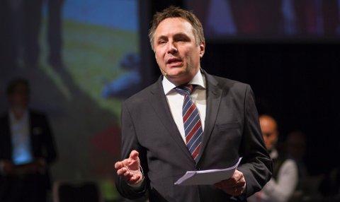 Fylkesordfører Tore O. Sandvik