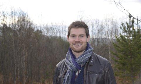 Hele arkivet: Varaordfører i Tynset, Nils Kristen Sandtrøen (Ap) mener Unge Høyre-leder Kristian Tonning Riise må være tydeligere på at hele helsearkivet skal til Tynset.                                       Foto: Eirik Røe