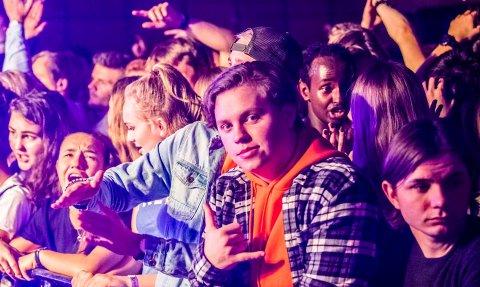 Endrede regler for vakthold ved konserter, som skulle tre i kraft fra 1. januar 2018 er utsatt. Her fra konsert med Unge Ferrari og Arif på Samfunnet i Ås.