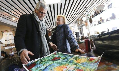 Fargespråk: Jarl Goli har satt punktum for livet som skuespiller og blitt kunstmaler. Risørkunstneren Sidsel Hødnebø er begeistret for hva Goli har fått til med penselen.