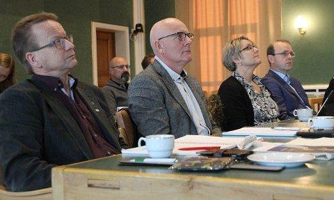 Ordfører i Sørfold kommune, Gisle Hansen (til venstre), sier at han skal ta opp debatten rundt åpenhet i representantskapet i mai. Foto: Iris Salten IKS.