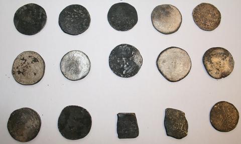 Disse sølvmyntene ble tatt i helgen. Verdien er ukjent. FOTO: BERGEN SJØFARTSMUSEUM