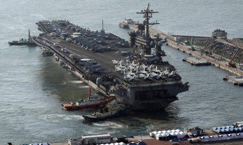 Hangarskipet USS Carl Vinson beveger seg mot farvann ved Nord-Korea, og det blir sett på som en provokasjon av landet. Foto: Jo Jung-ho / Yonhap / AP / NTB scanpix