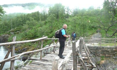 Redaktør for Telemarksavisa, Ove Mellingen, skal snart begi seg ut på den 500 kilometer lange strekningne fra Bergen til Skien. Alt grunnet et 18 år gammelt veddemål.