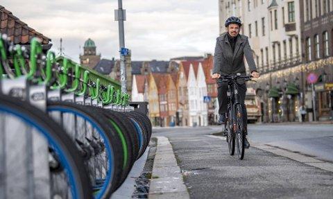Reidar Thorstensen i Syklistenes Landsforbund er ikke fornøyd med at sykkelveien som Statens vegvesen skal bygge skal rives.