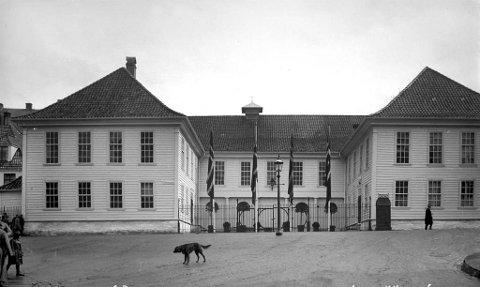 Det Gamle Teater – Komediehuset – sto ferdig allerede i 1800. Det hadde ca. 900 sitteplasser og var hjem for både Det Norske Theater 1850-63 og Den Nationale Scene 1876-1909.