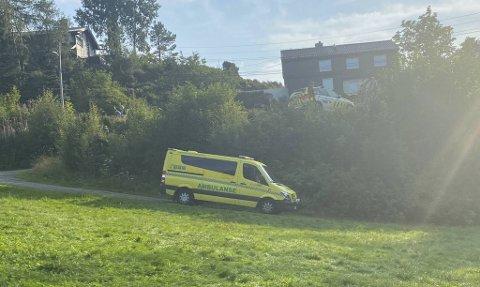 Politi og ambulanse rykket ut til stedet.