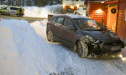 En bil havnet inn i en hage på Øvsttun fredag ettermiddag.