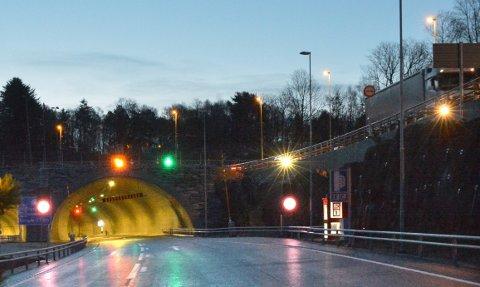 Eiganestunnelen: Endelig åpner denne veitunnelen, her ved innkjøringen på E 39 på Tasta. Åpningen skjer elektronisk onsdag ettermiddag 22. april.