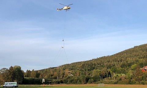 MÅLEUTSTYR: Helikopteret med utstyr som søker etter mineraler i Vikersund-området.