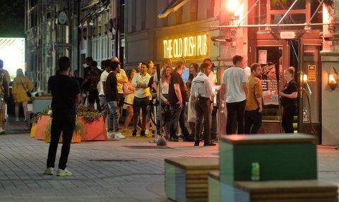 ÅPENT TIL 24.00: Old Irish Pub og Torggata Camping har søkt kommunen om utvidede skjenketider i sommer.